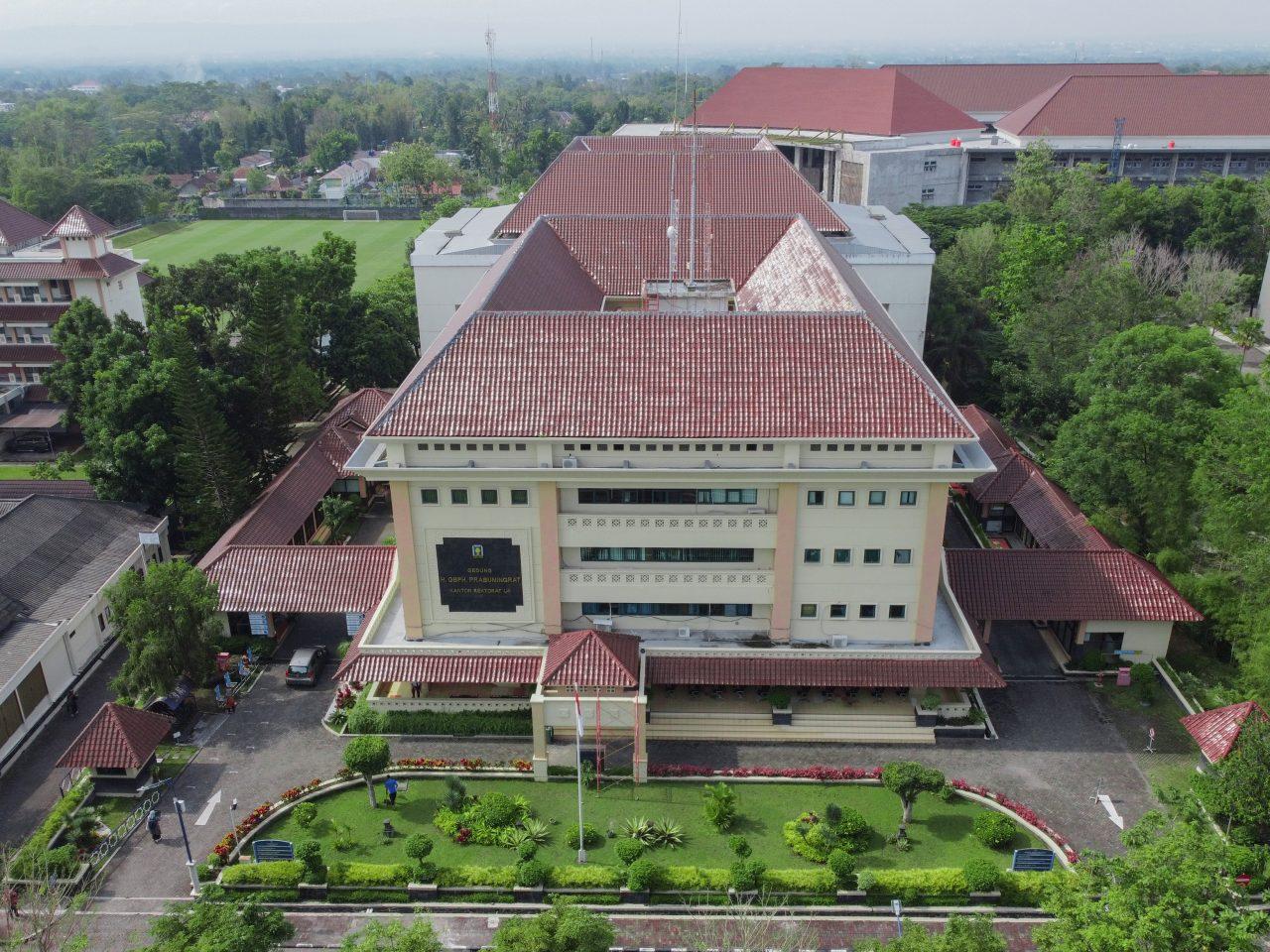 """Gedung GBPH Prabuningrat (Kantor Rektorat UII) merupakan kantor rektor beserta jajaran pimpinan tinggi di tingkat universitas, pemberian nama gedung ini untuk mengingat dan menghargai tokoh-tokoh yang membesarkan UII  Website: https://www.uii.ac.id/ Telepon: +62 274 898444 Faks: +62 274 898459 Email: info[at]uii.ac.id"""""""